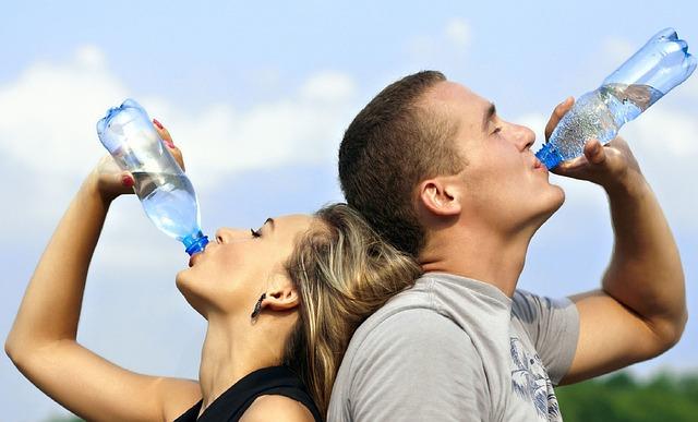 水を飲むタイミングの画像