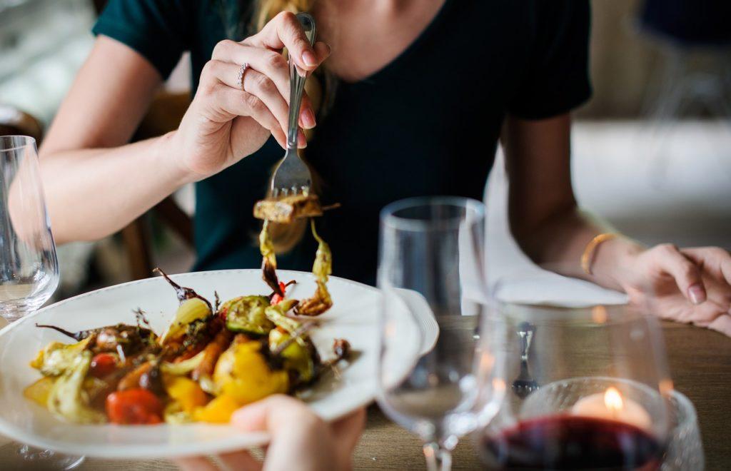 ストレスによる過食を抑え悪循環を回避する効果的な改善方法の画像