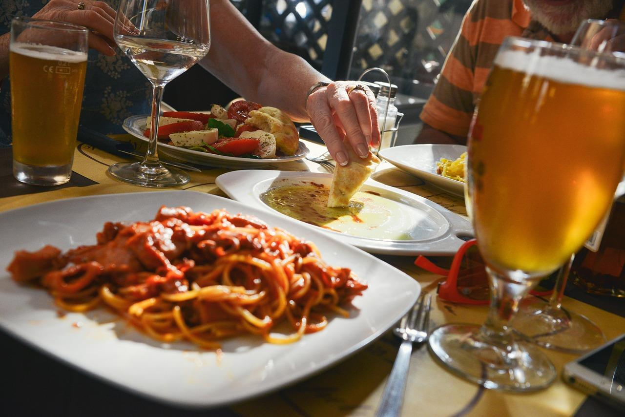 高血圧を招く食事の画像