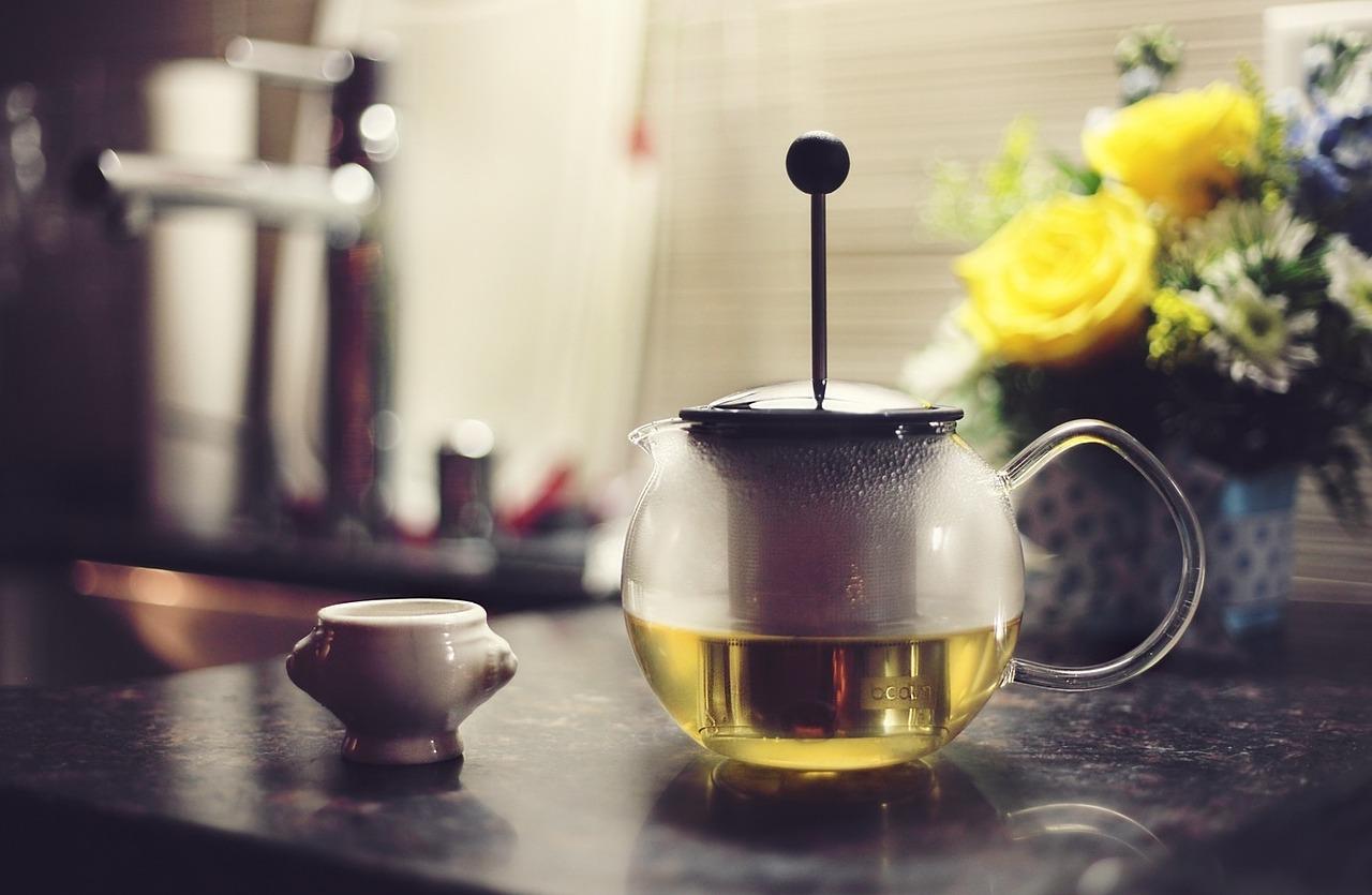 温かいお茶や白湯を飲むの画像