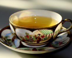 高血圧改善にはお茶が効果的?手軽で簡単なストレッチやツボ押しもご紹介の画像