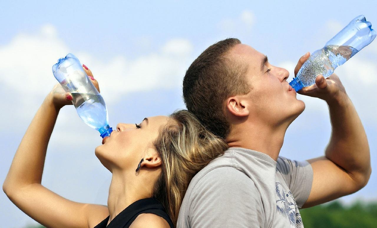 水が健康効果をもたらす!?美容との関係や飲み方から量までを解説の画像