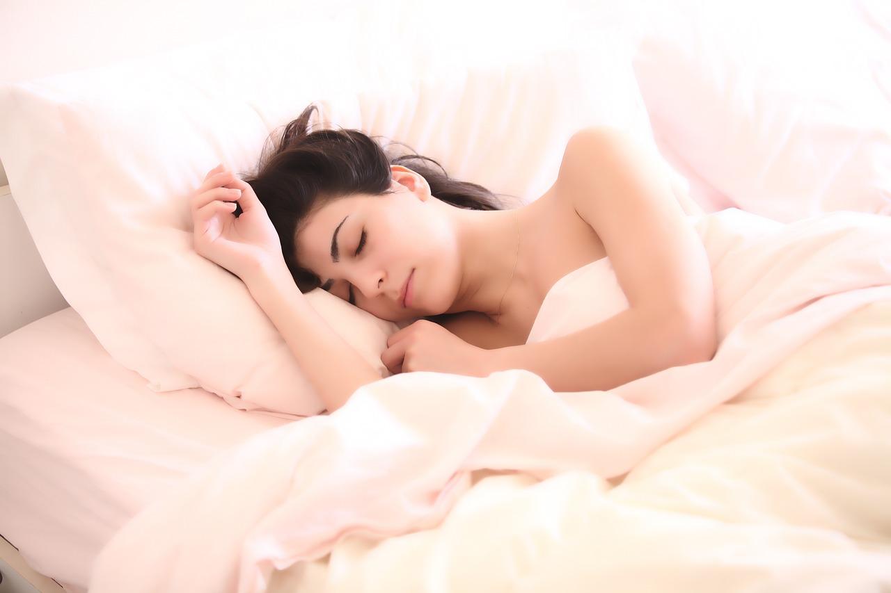 腰痛を改善するための寝方とは?寝具選びのポイントをご紹介